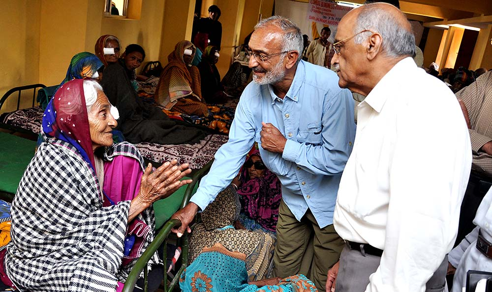 Suresh in India talking with woman who is recovering from surgery