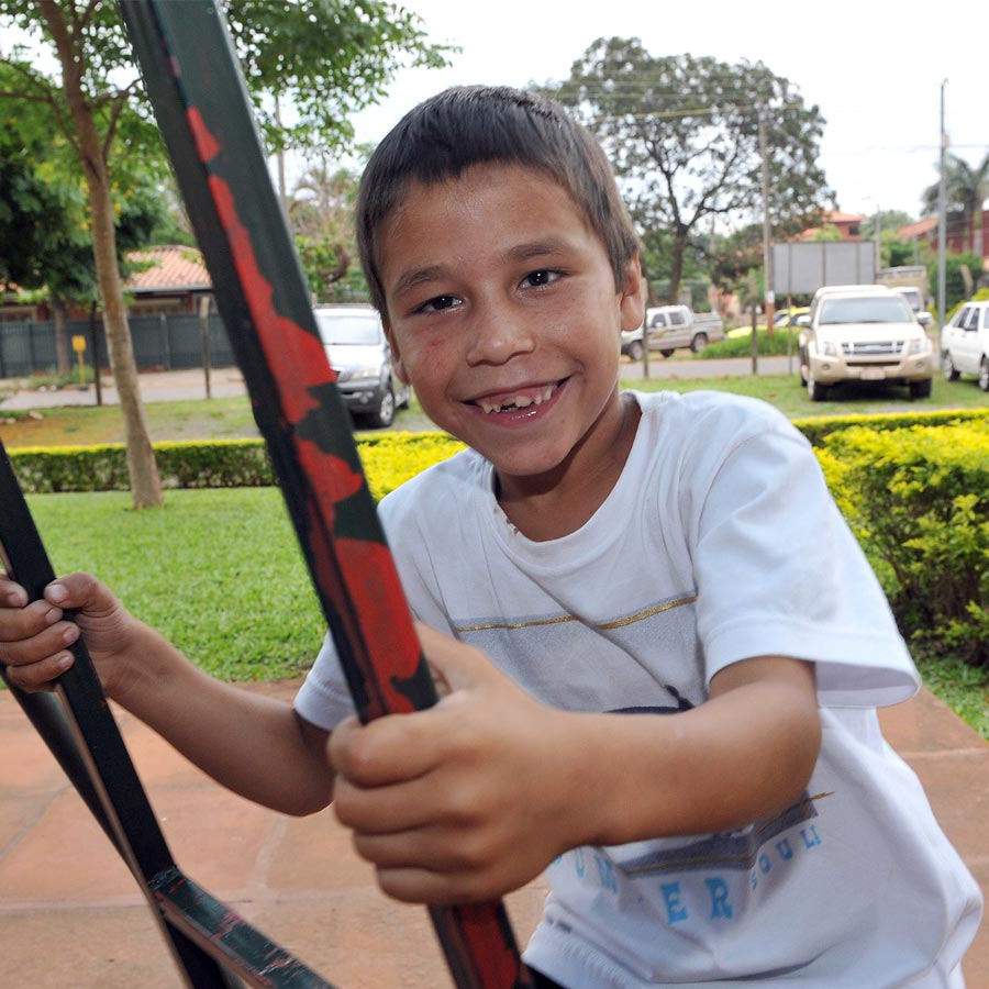 Sabino, a boy from Paraguay that had cataract surgery, curing his blindness.